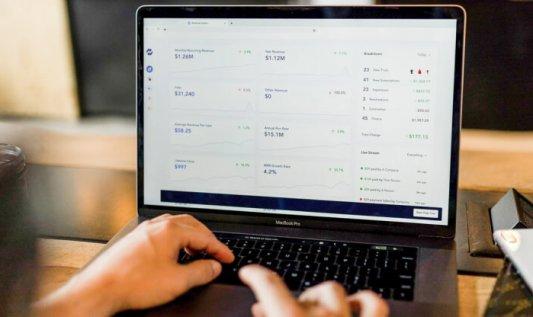 Narzędzia do kontroli procesów przydatne w branży e-commerce