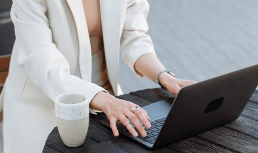 Zalety integracji Outlooka z Dynamics 365 dla działów sprzedaży