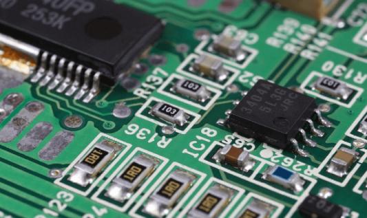 Jak dobrze zaprojektować PCB na dwóch warstwach
